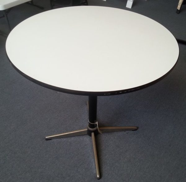 Round pedestal cafe table